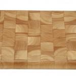 Deze plank is gemaakt van kops beukenhout, zacht hout wat erg duurzaam is.